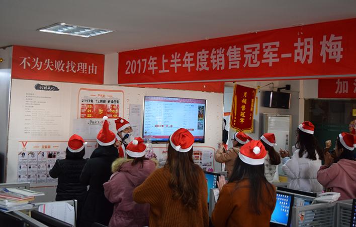 """惊现""""大胖子圣诞老人"""",创胜科技圣诞突袭送福利"""